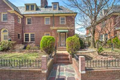 Jackson Heights Single Family Home For Sale: 34-34 85th St
