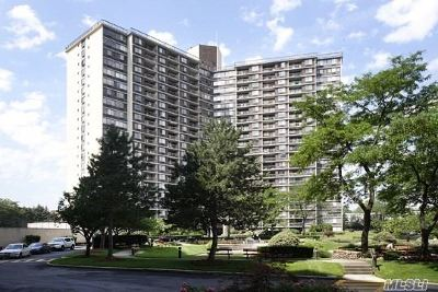 Bayside Condo/Townhouse For Sale: 2 Bay Club Dr #7C