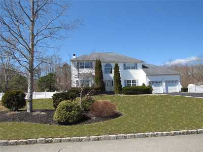 Manorville Single Family Home For Sale: 20 Chateau Dr
