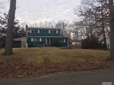 Smithtown Single Family Home For Sale: 66 Sheppard Ln