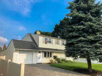 Westbury Single Family Home For Sale: 23 Friends Ln