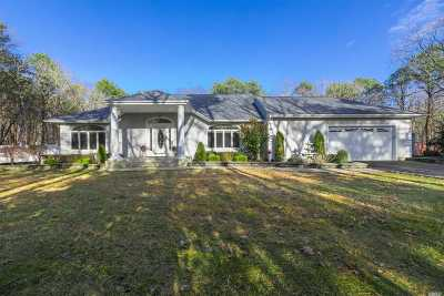 Manorville Single Family Home For Sale: 301 Woodland Ave