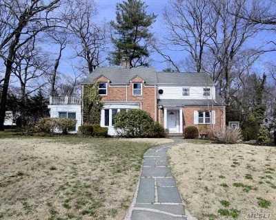 Roslyn Single Family Home For Sale: 57 Laurel Ln