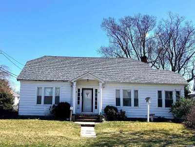 Patchogue Single Family Home For Sale: 53 Wiggins Ave