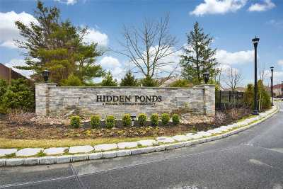 Smithtown Condo/Townhouse For Sale: 189 Pondview Ln