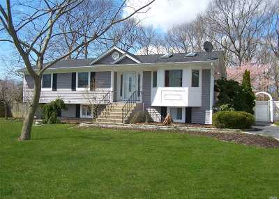 Patchogue Single Family Home For Sale: 910 Old North Ocean Ave