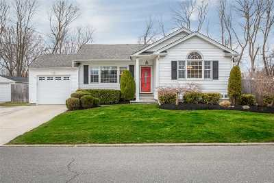 E. Northport Single Family Home For Sale: 5 Wood Haven Pl