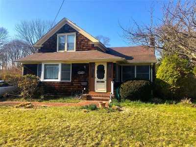 Sayville Single Family Home For Sale: 75 Manton St