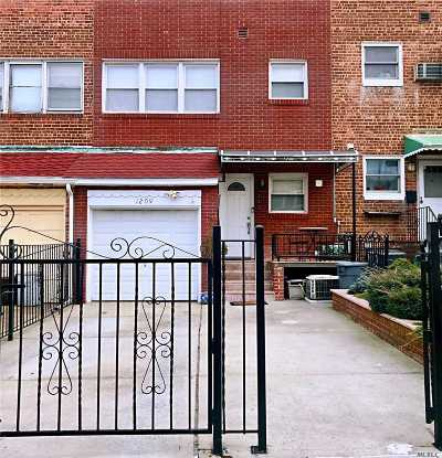 Whitestone Single Family Home For Sale: 12-09 151 Pl