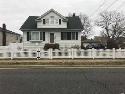 Freeport Single Family Home For Sale: 119 S Bay Ave