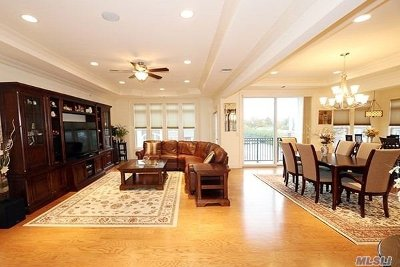 Westbury Condo/Townhouse For Sale: 1183 Roosevelt Way