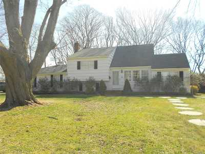 East Islip Single Family Home For Sale: 4 Schoolhouse Rd