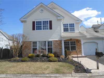 Middle Island Condo/Townhouse For Sale: 4 Hannah Ln