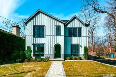 Port Washington Single Family Home For Sale: 12 Glamford Ave