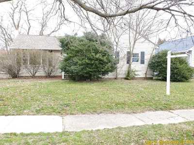 Babylon Single Family Home For Sale: 9 Beachwood Dr