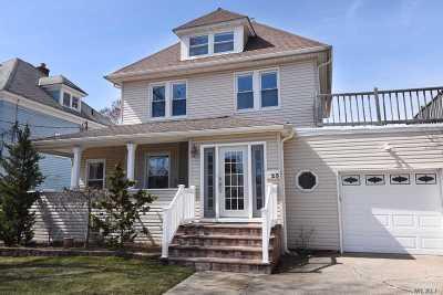 Lynbrook Single Family Home For Sale: 23 Park Pl