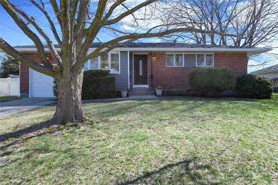 Deer Park Single Family Home For Sale: 47 W 12th St