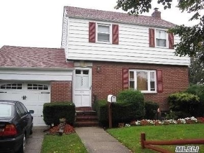 Hempstead Single Family Home For Sale: 227 Crowell St