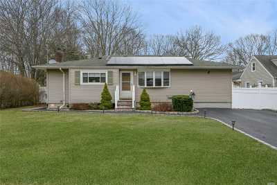 Bay Shore Single Family Home For Sale: 1111 Cassel Ave