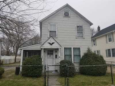 Patchogue Single Family Home For Sale: 50 Evergreen Ave