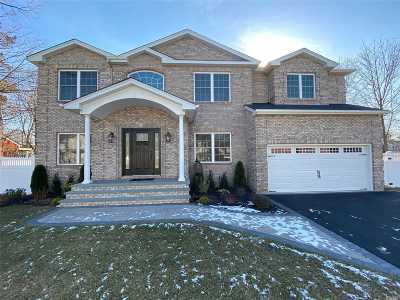 Wantagh Single Family Home For Sale: 3424 Stratford Rd