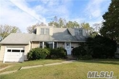 Syosset Single Family Home For Sale: 2 Willets Dr