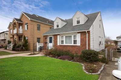 Franklin Square Single Family Home For Sale: 105 Barrymore Blvd