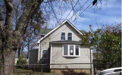 Westbury Single Family Home For Sale: 344 Rose Pl
