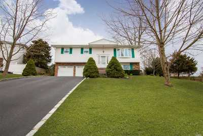 Smithtown Single Family Home For Sale: 7 Stacey Ln