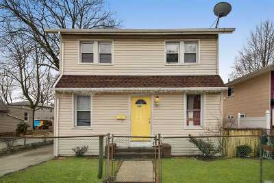 Queens County, Nassau County Single Family Home For Sale: 250 Yale St