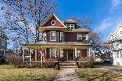 Lynbrook Single Family Home For Sale: 139 Spencer Ave