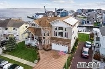Babylon Single Family Home For Sale: 22 Grant Avenue E