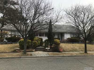 Freeport Single Family Home For Sale: 18 Tanglewood Ln