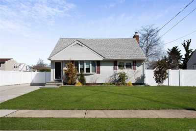 Merrick Single Family Home For Sale: 1699 Frederick Ave