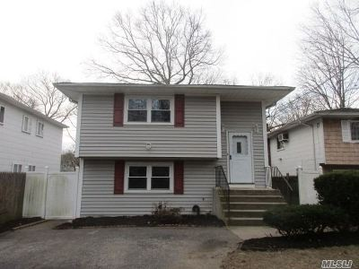 Ronkonkoma Single Family Home For Sale: 430 Shelter Rd