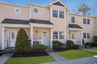 Yaphank Condo/Townhouse For Sale: 23 Hancock Commons