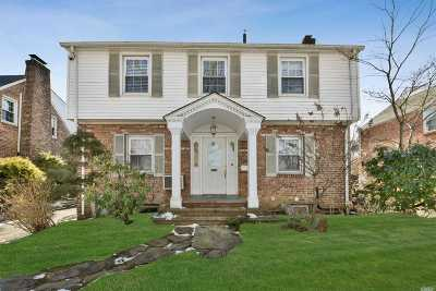 Great Neck Single Family Home For Sale: 28 Upland Rd
