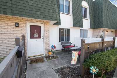 Medford Condo/Townhouse For Sale: 644 W End Dr