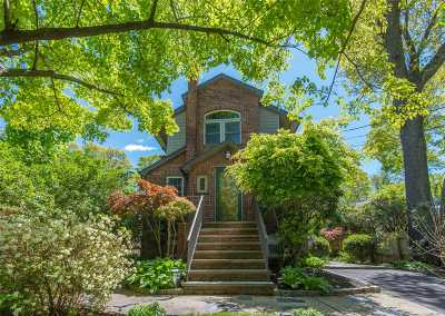 Centerport Single Family Home For Sale: 121 Pierce St