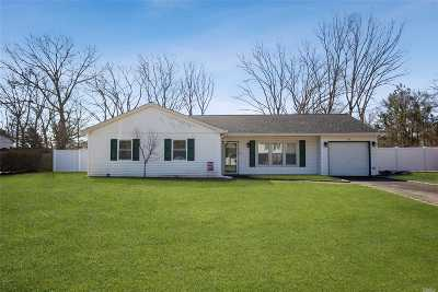 Middle Island Single Family Home For Sale: 26 Nottingham Dr