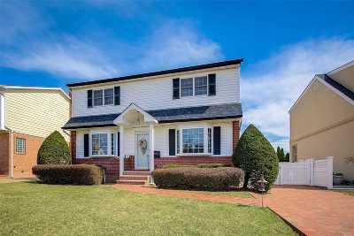 Franklin Square Single Family Home For Sale: 427 Saint Joseph Pl