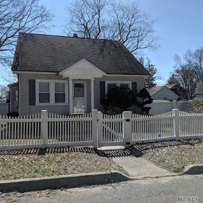 Kings Park Single Family Home For Sale: 30 Woodland Path