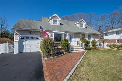Commack Single Family Home For Sale: 4 Linda Ln