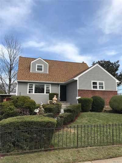 Roosevelt Single Family Home For Sale: 50 Saint Francis St