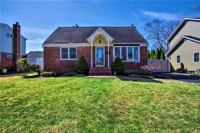 Massapequa Single Family Home For Sale: 138 Connecticut Ave