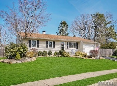 Nesconset Single Family Home For Sale: 32 Burnham Pl