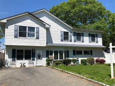 Wantagh Single Family Home For Sale: 6 Whisper Ln