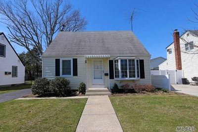 Bethpage Single Family Home For Sale: 48 Norcross Ave