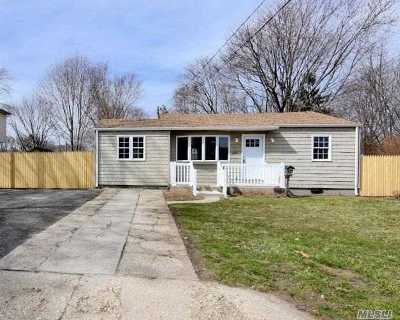 Bay Shore Single Family Home For Sale: 683 N Spur Dr