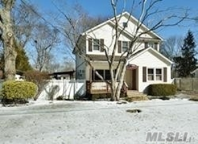 Huntington Single Family Home For Sale: 75 Rutgers Ln